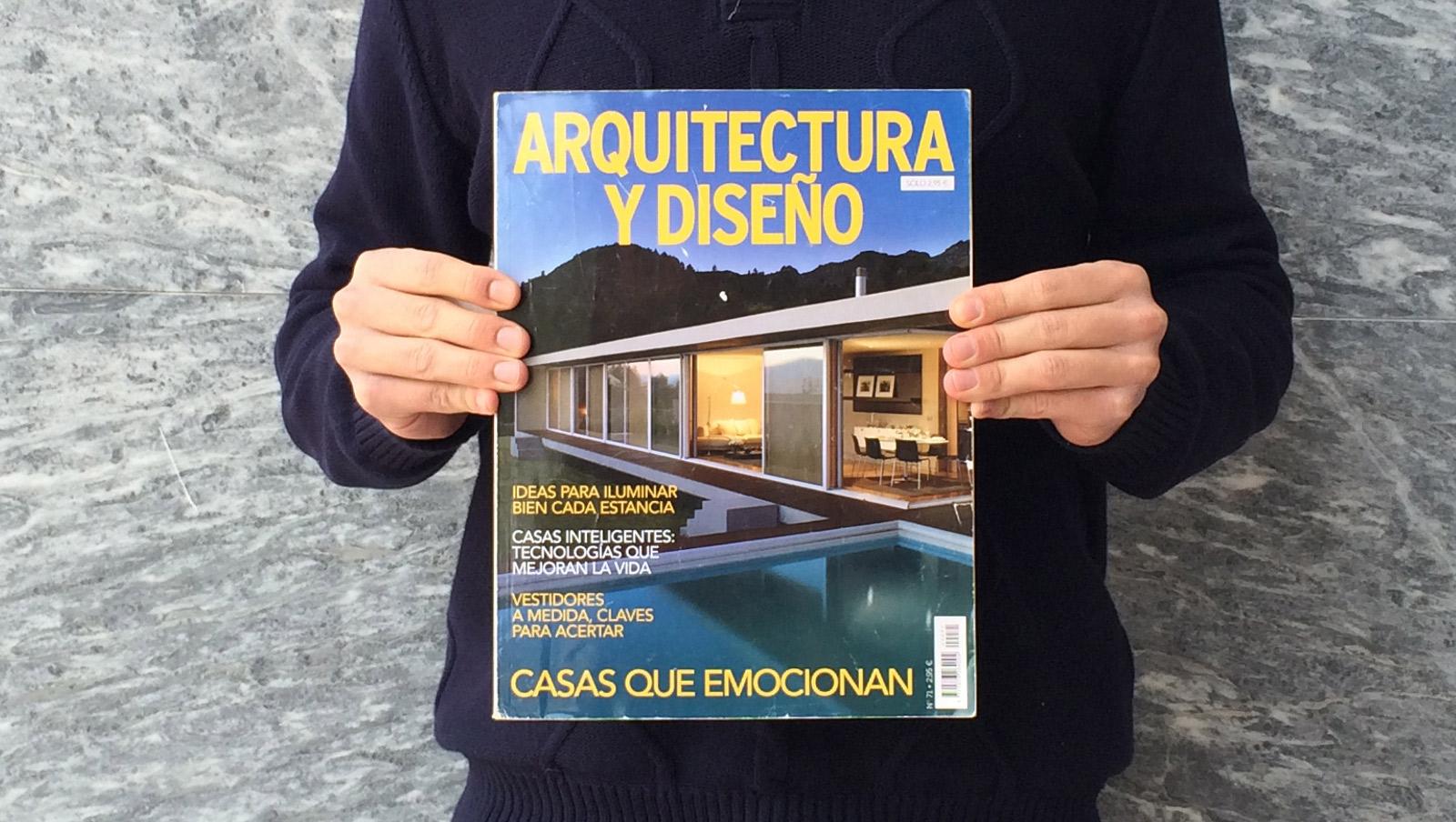 Casa mr em destaque na revista arquitectura y dise o for Revista arquitectura y diseno